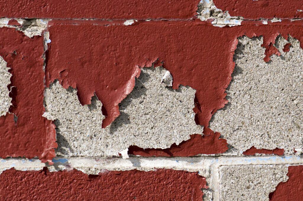 劣化した壁のペンキ